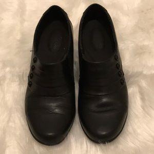 Women's Clark shoe in black size 8